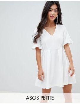 asos-design-petite---robe-babydoll-courte-col-v-avec-volant-en-bas-des-manches by asos-design