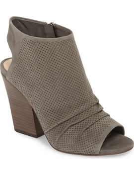 kentvi-sandal by vince-camuto
