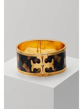 raised-logo-wide-cuff---armbånd---tortoise-gold by tory-burch