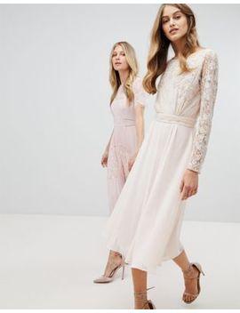 amelia-rose---robe-mi-longue-brodée-à-manches-longues-et-décolleté-au-dos by amelia-rose
