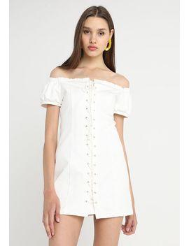 Off The Shoulder Dress   Spijkerjurk by Honey Punch