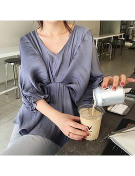 Nesto V Collar Short Sleeves Top by Jessica Buurman