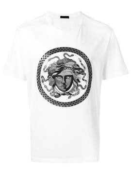 Versace T Shirt Mit Stickerei Home Herren Versace Kleidung T Shirts High Top Sneakers Mit Logo'blasone Barocco' Jeans T Shirt Mit Stickerei by Versace