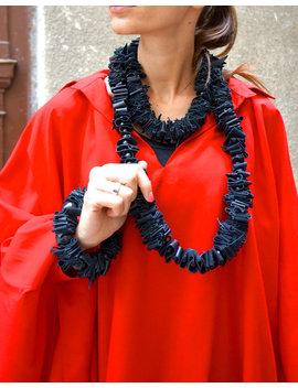 Neue Sammlung Schwarz Echt Leder Lange Extravagante Halskette Mit Perlen / Hand Made Multi Funktionales Accessoire Von Aakasha A16325 by Aakasha