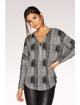 Grey And Black Light Knit Zigzag Top by Quiz