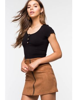 Buttons Ribbed Crop Tee by A'gaci