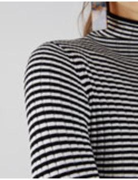 Sweater De Malha Canelada Com Gola Alta by Bershka