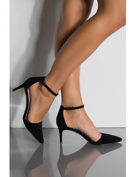 Everyday Ponted Toe Strap Heel Pumps by Akira