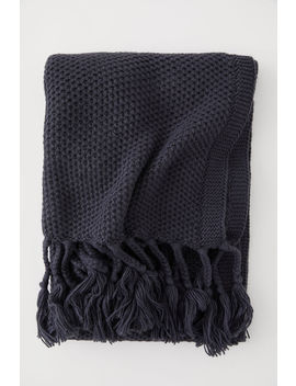 knitted-blanket-with-fringes by h&m