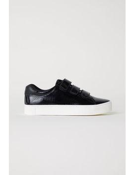 sneaker-aus-lackleder by h&m