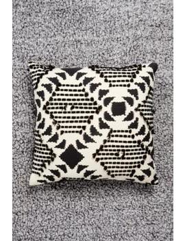 Coussin Noir Et Blanc Motif Losange by Urban Outfitters