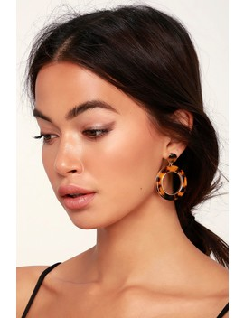 Modern Babe Tortoise Circle Earrings by Lulus