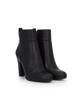 Sianna Ankle Bootie by Sam Edelman