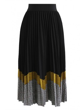 Between Us Pleated Midi Skirt In Black by Chicwish