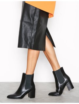Pointed Clean Boot by River Island