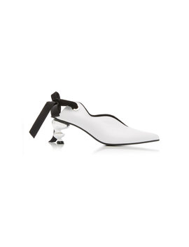 Velvet Trimmed Bow Detailed Leather Pumps by Yuul Yie