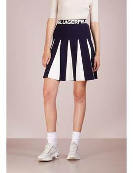 A Snit Nederdel/ A Formede Nederdele by Karl Lagerfeld