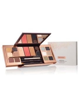 Master Class Artistry In Light Holiday Illuminations Edition by Laura Mercier