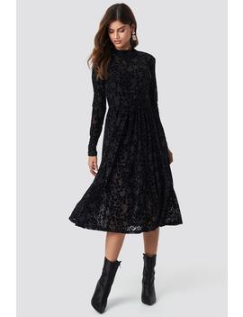 Burnout Velvet Dress Black by Na Kd