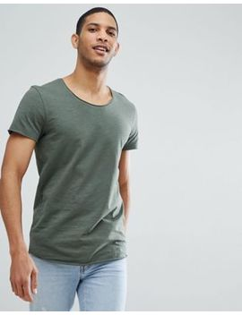 Jack & Jones – Essentials – T Shirt I Longline Modell Med Rå Halskant by Asos