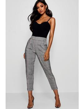 Prince Of Wales Check Tapered Trouser by Boohoo