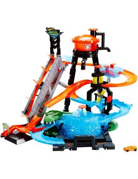 Hot Wheels Ultimate Gator Car Wash Play Set With Color Shifters Car by Hot Wheels