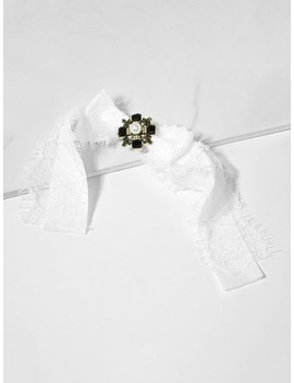 Lace Decorated Bow Tie Pin by Sheinside