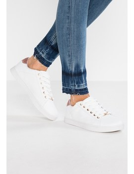 Iona   Sneakers Laag by Dorothy Perkins