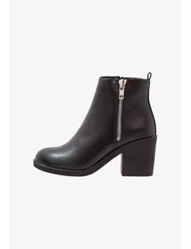 Classic Ankle Boots by Even&Odd