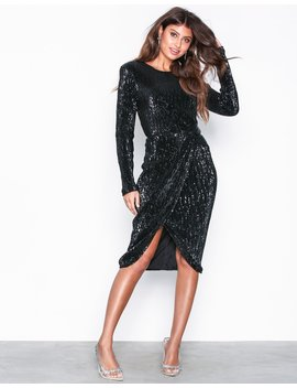 Padded Pleated Sequin Dress by Nly Eve