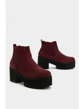 Don't Walk Away Chelsea Boot by Nasty Gal