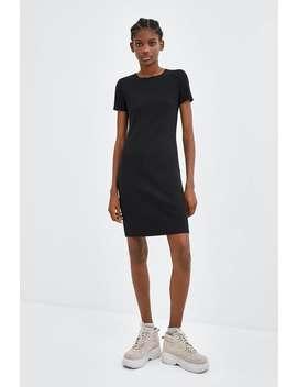 Dopasowana Sukienka Z PrĄŻkowanej Dzianiny  Zobacz Więcej Sukienki Kobieta by Zara