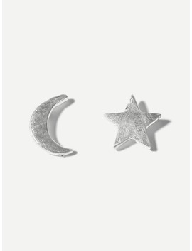 moon-&-star-mismatched-stud-earrings by romwe