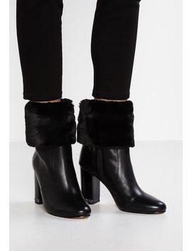 Leila Bootie   High Heel Stiefelette by Michael Michael Kors