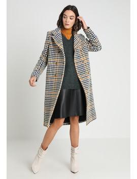 Maxi Coat Check   Mantel by Les Petites...