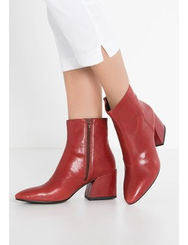 Olivia   Boots by Tramp