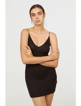 Figurnahes Kleid by H&M