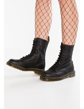 1490 10 Eye Virginia   Veterboots by Dr. Martens