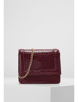 Patent Red Cross Body Bag   Umhängetasche by Missguided
