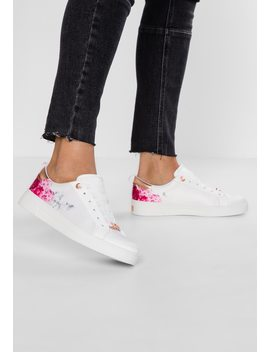 Jymina   Baskets Basses by Ted Baker