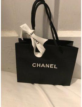 Chanel Nieuwe Zwarte Tas Met Witte En Zwarte Chanel Lint Groot Voor Het Polijsten Uit Vakantie/Kerstmis/Hanukkah Gift 5 X 6 X 2,5 by Etsy