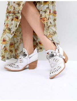 Jeffrey Campbell – Ankle Boots Aus Leder Mit Laserschnitt Im Western Stil, In Weiß by Asos