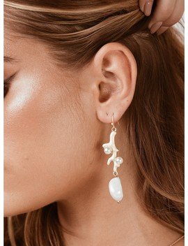 Coral Pearl Earrings by Princess Polly