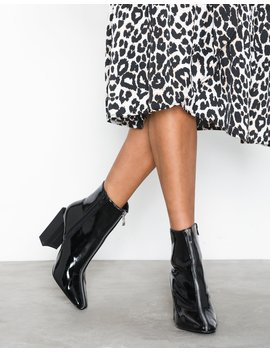Feature Heel Full Zip Ankle Boot by Missguided