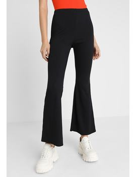 Flare   Pantaloni by New Look
