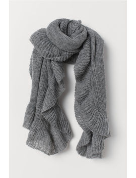 Knitted Flounced Scarf by H&M