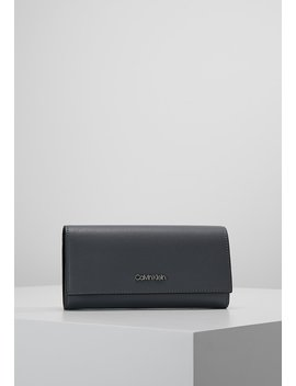 Frame Large Trifold   Portemonnee by Calvin Klein
