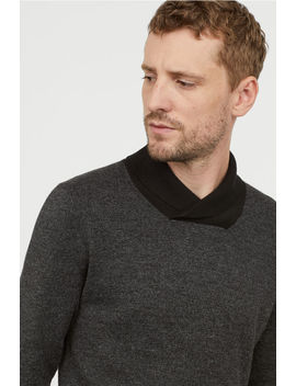 圍巾領套衫 by H&M