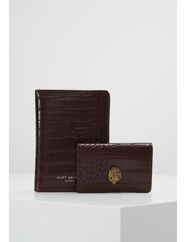 Passport Gift Set   Wallet by Kurt Geiger