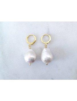 Lara | Minimalistische 18k Gold Fill Perlenohrringe  Perlencreolen, Süßwasserperlen Ohrringe,  Perlen Creolen Natur, Barockperlen Ohrringe by Etsy